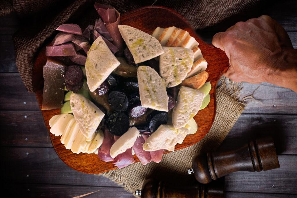 pratos-tradicionais-tasquinha-do-caco-hamburgueria-e-pregaria-porfolio-impact-transition